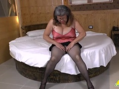 Spanish Experienced Woman Plays Herself