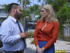 Кицька Облизує Порно Відео, Показуючи Kacey Jordan Та Cory Chase