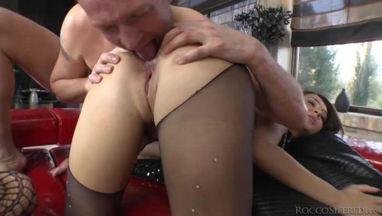 Sperma läuft aus pussy