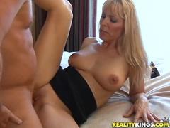 Fierbinte Video De Pornografie Mom Featuring Nicole Moore Și Vânător