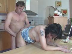 Verleidende Breasty Rijpe Dame Met Hete Amateurporno